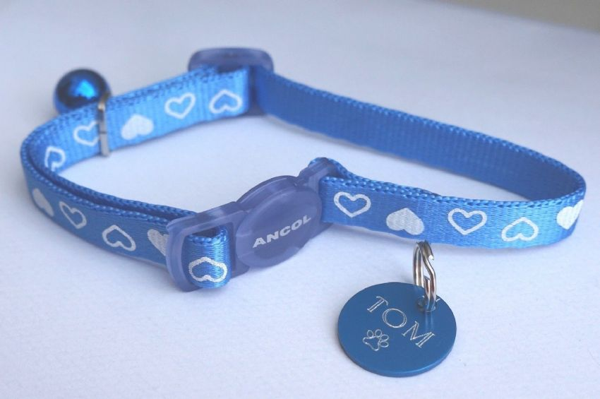 ANCOL BLUE HEART SAFETY RELEASE CAT COLLAR WITH BLUE TAG ENGRAVED BOTH SIDES